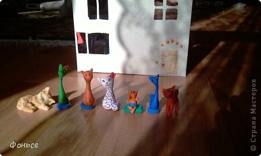 Добрый вечер! Семейка кошек хочет рассказать вам о себе - они любят делать свечи, выращивать цветы и лаподельничать! А как они живут вы узнаете прямо сейчас! фото 1