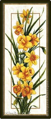 Всем привет. Увидела в интернете рисунок и захотелось сделать. Цветы делала из офисной цветной двусторонней бумаги, листики из гофрированной бумаги. фото 8