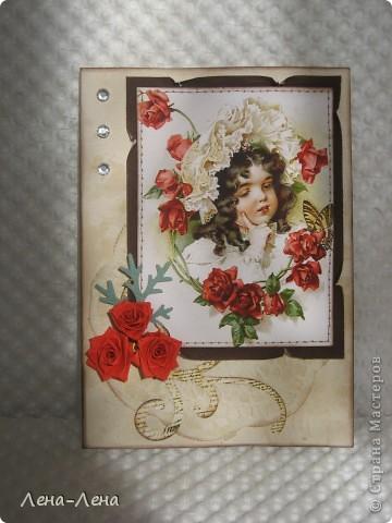 """Эту работу хочу назвать """"Чайные розы"""". Почему чайные? Да потому, что заготовка для этой открыточки и салфетка состарены в чае. Получились розы в чае, но красивее чайные розы. Вот они:  фото 2"""