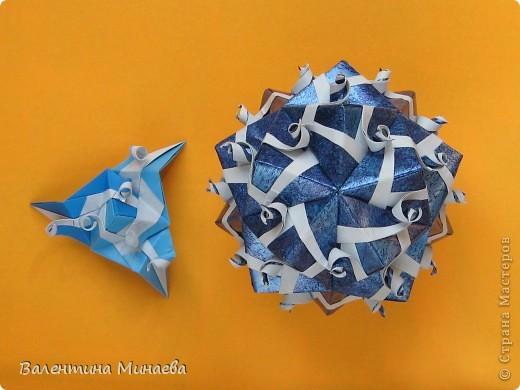 Сегодня МК кусудамы Нептун. Спасибо Юнии за название  этого сонобика.  Нептун (Neptune) автор: Валентина Минаева (Valentina Minayeva) для бумаги с двусторонним эффектом, на тройной сетке 30 модулей 10,0 х 10,0, диаметр - 10,5 см без клея Добавила ссылку на видеосборку модуля кусудамы Нептун: http://www.youtube.com/watch?v=y_MTnvNE-ek&feature=youtu.be  фото 39