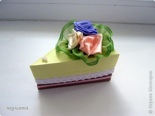 Подарочная коробочка в форме кусочка тортика фото 1