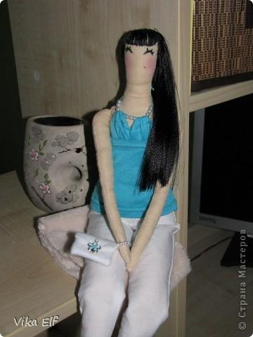 Эту весёлую нравом девушку я сшила на заказ. Попросили, чтоб была похожа на заказчицу. Это третья кукла сшитая мной. фото 2