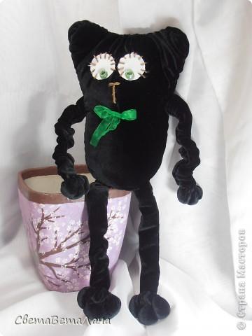 Говорят , не повезет , если черный кот дорогу перейдет......а пока.....а пока ...а пока.......родился у меня вот такой Котеныч по совместному пошиву......   http://stranamasterov.ru/node/381872?c=new   фото 2