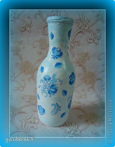 Вазочка декорирована макаронными изделиями, цветочками из пластики и бусинками. фото 4