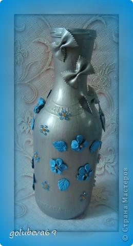 Вазочка декорирована макаронными изделиями, цветочками из пластики и бусинками. фото 1