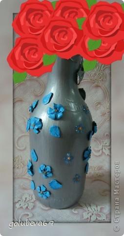 Вазочка декорирована макаронными изделиями, цветочками из пластики и бусинками. фото 3