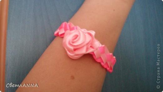 Плетем браслетик из ленточек 0.5 см. розовый и св.розовый фото 2
