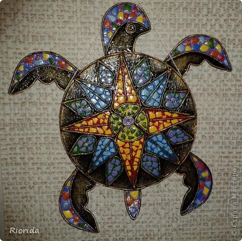 """Опять я впечатлена чужими прекрасными работами...(впечатление произвели черепахи-мантры от Ихтиандра) и решила коллекционировать черепах на дисках CD в разных исполнениях: Черепаха """"Восточная"""" (Диск, Пейп-арт (спасибо Татьяне Сорокиной за эту чудо-технику, яичная скорлупа, акрил и золочение) фото 1"""