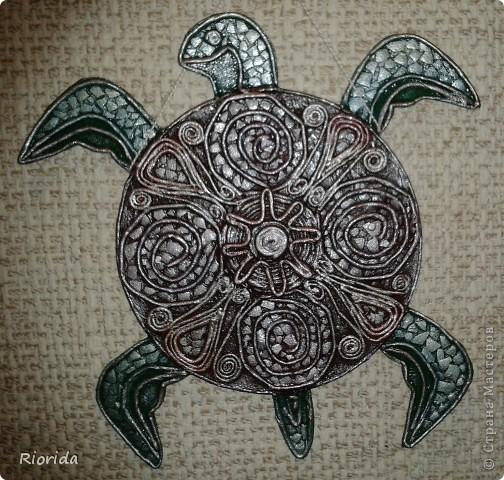 """Опять я впечатлена чужими прекрасными работами...(впечатление произвели черепахи-мантры от Ихтиандра) и решила коллекционировать черепах на дисках CD в разных исполнениях: Черепаха """"Восточная"""" (Диск, Пейп-арт (спасибо Татьяне Сорокиной за эту чудо-технику, яичная скорлупа, акрил и золочение) фото 3"""