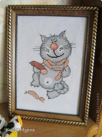 Кот с колбасой
