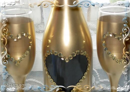 Бутылку и фужеры красим краской(у меня болончик золотой краски) фото 7