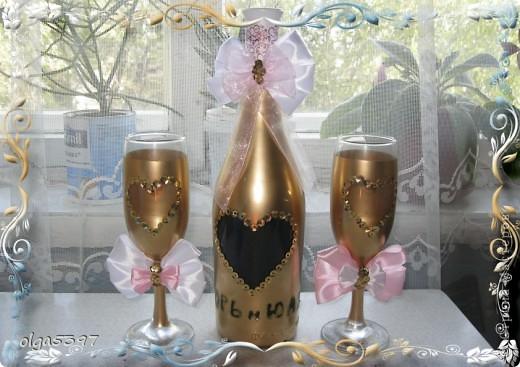 Бутылку и фужеры красим краской(у меня болончик золотой краски) фото 9