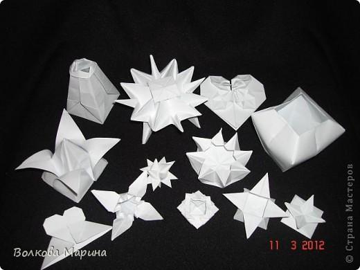 Наконец-то решила показать свои работы по оригами. Делала их давно. Люблю складывать из бумаги. Для меня это своеобразные головоломки. А всякого рода головоломки я очень люблю. За это время набралась вот такая коллекция. фото 1