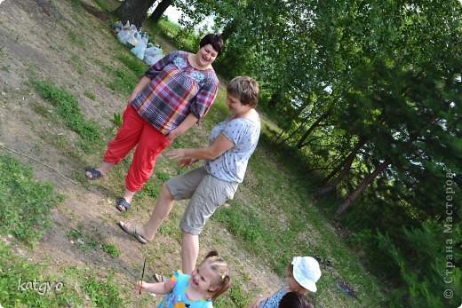 29 июня доченьке исполнилось 2 годика. Второй год подряд празднуем его на природе. Мне очень нравится. Подготовка стола минимальная,максимальная свобода детей и взрослых. В этом году взяла идею Школы фей и волшебников отсюда http://dnevnik-mamochki.info/blog/idei_dlja_dnja_rozhdenija/2011-03-30-15 фото 3
