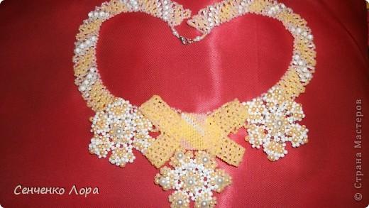Цвета: персиковый,белый,розовый. Вышивка по сетке ,бантик,снежинки. фото 2