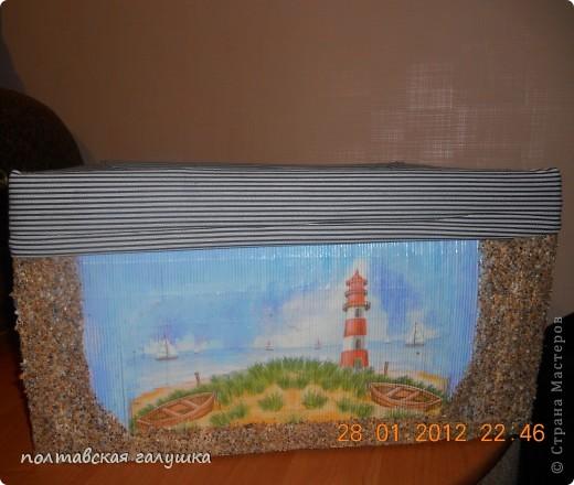 Вот такая получилась коробка.Сначала обклеила  ящик старыми бамбуковыми салфетками, а потом уже делала декор. фото 3