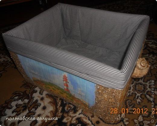 Вот такая получилась коробка.Сначала обклеила  ящик старыми бамбуковыми салфетками, а потом уже делала декор. фото 1