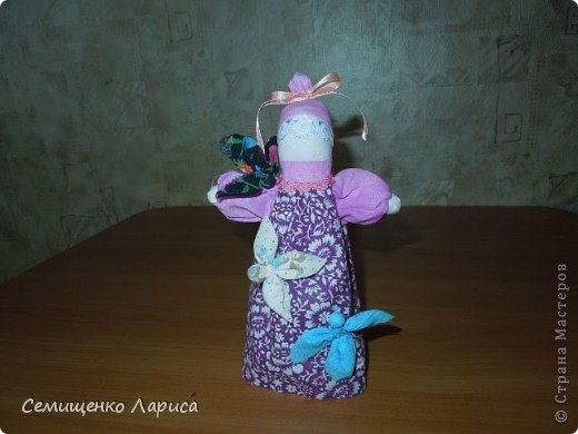 """Представляю вам свою коллекцию обрядовых,обереговых и игровых кукол.  Кукла """"Красота"""" - это обрядовая кукла,её шили специально для свадьбы,ставили на большой поднос и обносили гостей,собирая дары. Использовали ткани ,нитки ,ленты исключительно красного цвета. фото 3"""