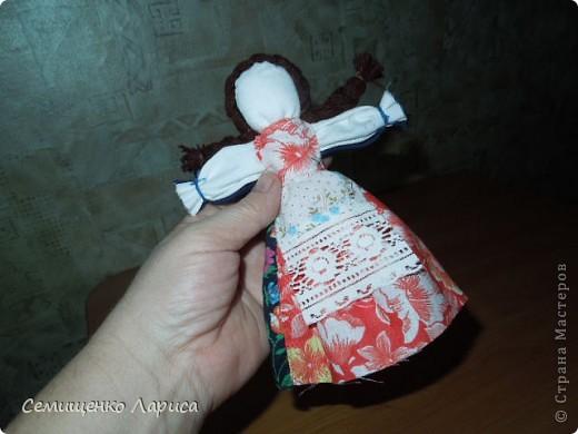 """Представляю вам свою коллекцию обрядовых,обереговых и игровых кукол.  Кукла """"Красота"""" - это обрядовая кукла,её шили специально для свадьбы,ставили на большой поднос и обносили гостей,собирая дары. Использовали ткани ,нитки ,ленты исключительно красного цвета. фото 4"""