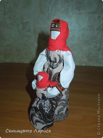"""Представляю вам свою коллекцию обрядовых,обереговых и игровых кукол.  Кукла """"Красота"""" - это обрядовая кукла,её шили специально для свадьбы,ставили на большой поднос и обносили гостей,собирая дары. Использовали ткани ,нитки ,ленты исключительно красного цвета. фото 8"""