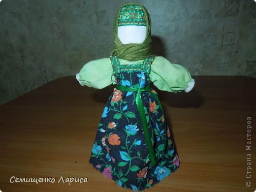 """Представляю вам свою коллекцию обрядовых,обереговых и игровых кукол.  Кукла """"Красота"""" - это обрядовая кукла,её шили специально для свадьбы,ставили на большой поднос и обносили гостей,собирая дары. Использовали ткани ,нитки ,ленты исключительно красного цвета. фото 24"""