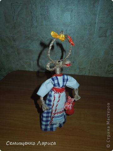 """Представляю вам свою коллекцию обрядовых,обереговых и игровых кукол.  Кукла """"Красота"""" - это обрядовая кукла,её шили специально для свадьбы,ставили на большой поднос и обносили гостей,собирая дары. Использовали ткани ,нитки ,ленты исключительно красного цвета. фото 13"""
