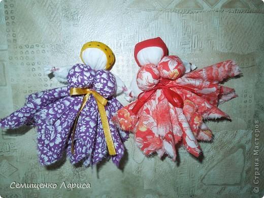 """Представляю вам свою коллекцию обрядовых,обереговых и игровых кукол.  Кукла """"Красота"""" - это обрядовая кукла,её шили специально для свадьбы,ставили на большой поднос и обносили гостей,собирая дары. Использовали ткани ,нитки ,ленты исключительно красного цвета. фото 6"""
