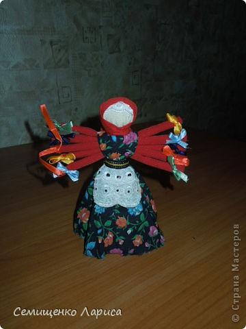 """Представляю вам свою коллекцию обрядовых,обереговых и игровых кукол.  Кукла """"Красота"""" - это обрядовая кукла,её шили специально для свадьбы,ставили на большой поднос и обносили гостей,собирая дары. Использовали ткани ,нитки ,ленты исключительно красного цвета. фото 15"""