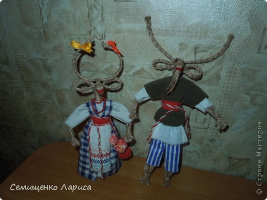 """Представляю вам свою коллекцию обрядовых,обереговых и игровых кукол.  Кукла """"Красота"""" - это обрядовая кукла,её шили специально для свадьбы,ставили на большой поднос и обносили гостей,собирая дары. Использовали ткани ,нитки ,ленты исключительно красного цвета. фото 14"""