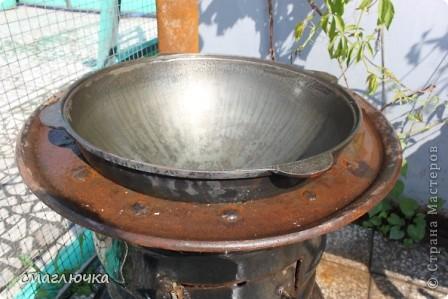 Муж смастерил печь. Из диска от колеса КАмаза. И в поиске плова на открытом огне попала в блог cook.mihalko , где всё было расписано от и до.... кроме плова, много интересных и лёгких блюд - http://stranamasterov.ru/node/377618?c=favorite. cook.mihalko ,спасибо огромное за рецепт! Ну а теперь немного о нашей печки - по фотографиям,я думаю, поймёте как её изготовить.... фото 4