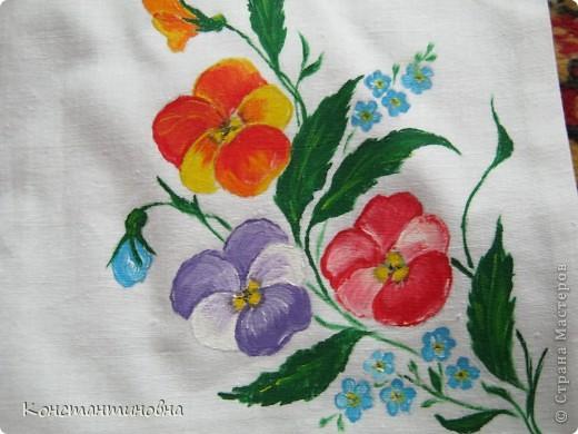 простая,клетчатая,скучная.вспомнила я что в коробке от джинсов куски лежат,(выкидывать ничего нельзя)на просторах инета встретила такие цветочки.И вот красиво,нарядно. фото 4