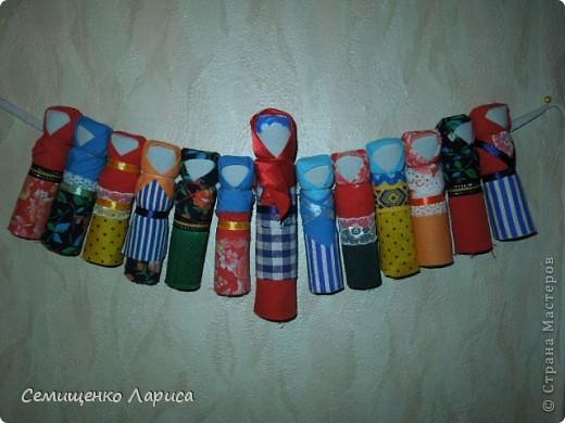 """Представляю вам свою коллекцию обрядовых,обереговых и игровых кукол.  Кукла """"Красота"""" - это обрядовая кукла,её шили специально для свадьбы,ставили на большой поднос и обносили гостей,собирая дары. Использовали ткани ,нитки ,ленты исключительно красного цвета. фото 18"""