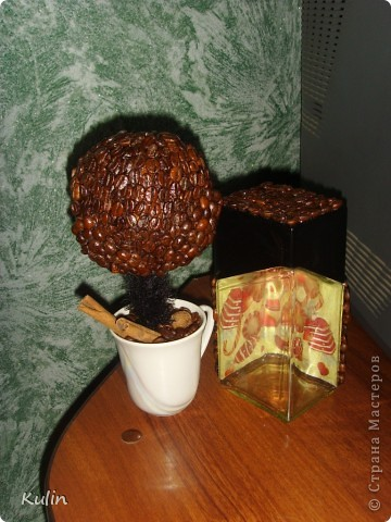 очень захотелось иметь у себя ароматное кофейное деревце,а тут как раз кофе растворимый закончился,и баночка освободилась, вот и получился комплект ароматный Кофедерево и Кофебаночка фото 6