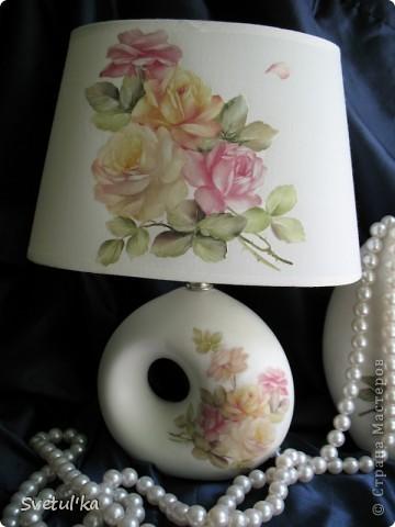 Вот такая пара у меня получилась. Абажур - ткань, ваза - керамика. Т.к. абажур из ткани, не стала дорисовывать тени, потому что побоялась, что на ткани это будет выглядеть грязно. Все покрыла матовым лаком (кроме ткани).  фото 3