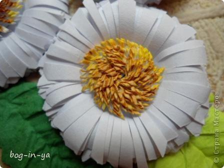 Давно хотела сделать такие цветочки, вот и представился случай. Фантазия в канзаши временно покинула меня и я выбирая из того чем бы мне хотелось заняться, решила вернуться к квиллингу. Благо есть не оформленные коробочки. фото 4