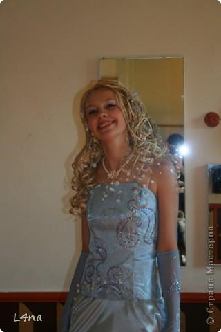Этот образ рождался в течении года... Мы оттолкнусь от цвета волос модели. Надо сказать что от природы цвет волос у моей младшей дочери светло русый, но её сценический образ заставлял нас в течении многих лет придерживаться имиджа кареглазой блондинки :). Вот отсюда  и возникла мысль о нежно голубом платье. фото 4