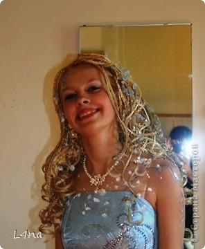 Этот образ рождался в течении года... Мы оттолкнусь от цвета волос модели. Надо сказать что от природы цвет волос у моей младшей дочери светло русый, но её сценический образ заставлял нас в течении многих лет придерживаться имиджа кареглазой блондинки :). Вот отсюда  и возникла мысль о нежно голубом платье. фото 5
