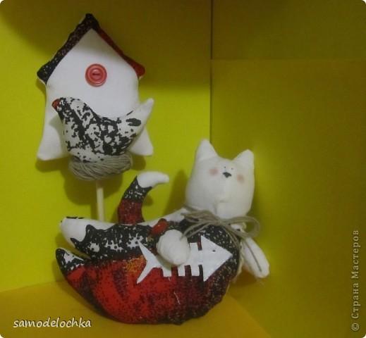 Котейка почти уже научился летать. Обучала его этому мастерству птичка-невеличка, доставшаяся ему по наследству.