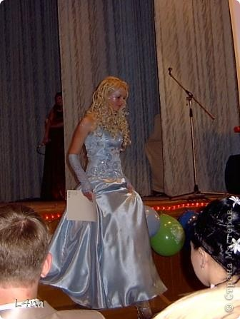 Этот образ рождался в течении года... Мы оттолкнусь от цвета волос модели. Надо сказать что от природы цвет волос у моей младшей дочери светло русый, но её сценический образ заставлял нас в течении многих лет придерживаться имиджа кареглазой блондинки :). Вот отсюда  и возникла мысль о нежно голубом платье. фото 1