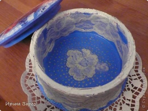 Такие вот вышли две шкатулки. В синих тонах - из МДФ, с розами - из дерева.  фото 6