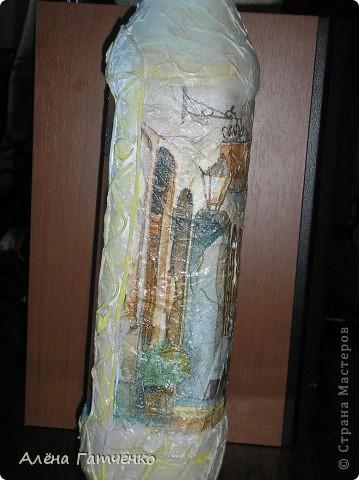 Бутылочку можно использовать под напиток. Обратный декупаж, арка - это проба пейп-арта от Тани Сорокиной. Нелегко, но будем тренироваться. фото 3