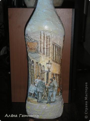 Бутылочку можно использовать под напиток. Обратный декупаж, арка - это проба пейп-арта от Тани Сорокиной. Нелегко, но будем тренироваться. фото 4