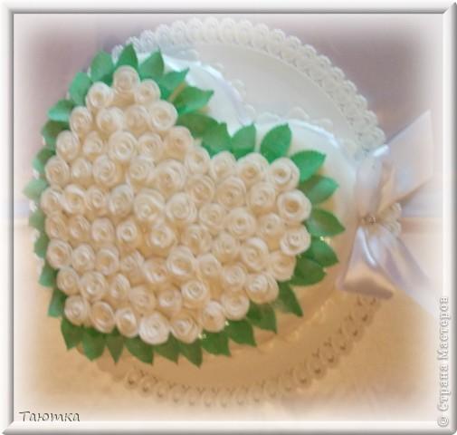 Невеста попросила украсить торт маленькими белыми розами)
