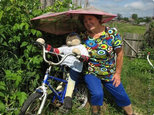 Вот такого велосипедиста сделала моя мама в своём саду. фото 1