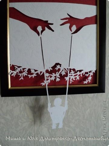 Эту работу Миша вырезал по картине из бумаги художника Даниэля Мара. Вот так мы ее оформили в своих домашних скромных условиях  фото 2