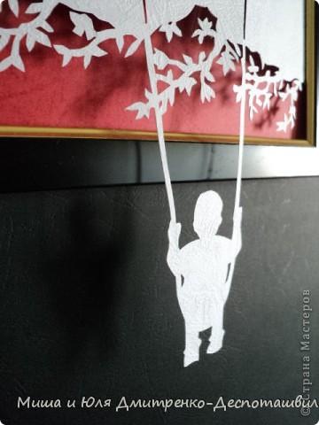 Эту работу Миша вырезал по картине из бумаги художника Даниэля Мара. Вот так мы ее оформили в своих домашних скромных условиях  фото 3