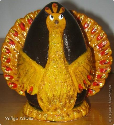 Вот такую Жар-птицу я сделала на Пасху. Страусиное яйцо облепила соленым тестом, раскрасила и вот что получилось))))))))) фото 3