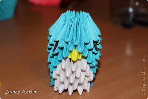 Всем добрый день. Мастер класс модульного пингвинчика уже есть в стране мастеров, но у меня спрашивали мк моих (http://stranamasterov.ru/node/381132), и я решилась его сделать. Для создания такой малышки понадобится совсем не много модулей 124 синих, 21 белый, 5 желтых и 2 черных. фото 12
