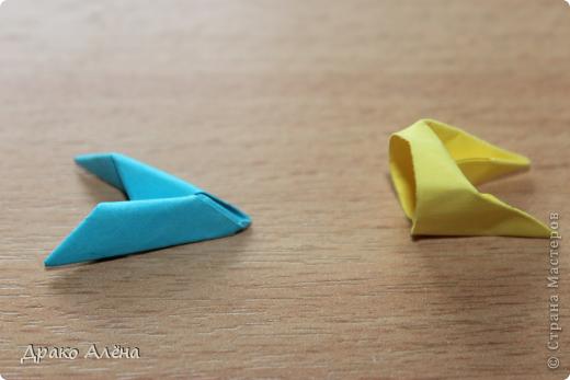 Всем добрый день. Мастер класс модульного пингвинчика уже есть в стране мастеров, но у меня спрашивали мк моих (http://stranamasterov.ru/node/381132), и я решилась его сделать. Для создания такой малышки понадобится совсем не много модулей 124 синих, 21 белый, 5 желтых и 2 черных. фото 15