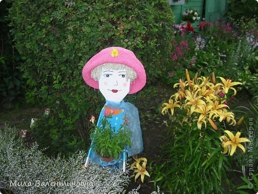 Хочу познакомить Вас, с небольшой частью своих садовых поделок.  Много идей не моих, черпаю из журналов и инета.Лебеди из пленки. Идея не моя Светланы Антаковой, у нее есть МК. фото 10